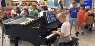 harrison-piano-player-boy-manchester-airport-featured-image