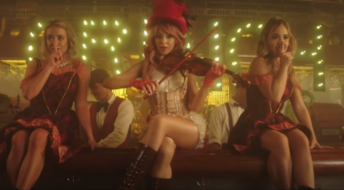 Lindsey Stirling You're a Mean One Mr. Grinch with violin