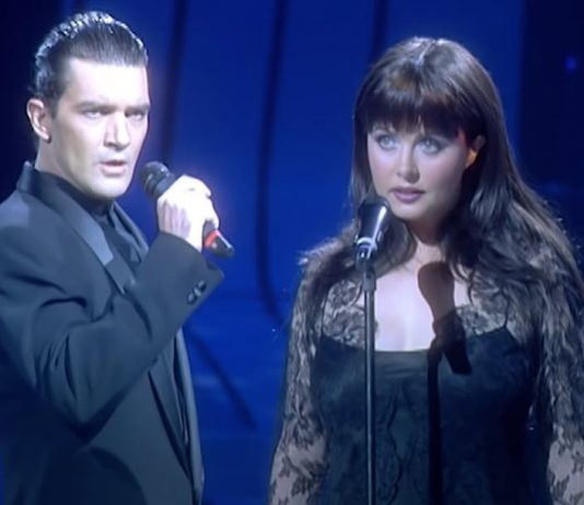 sarah-brightman-antonio-banderas-duet-phantom-of-the-opera-featured-image